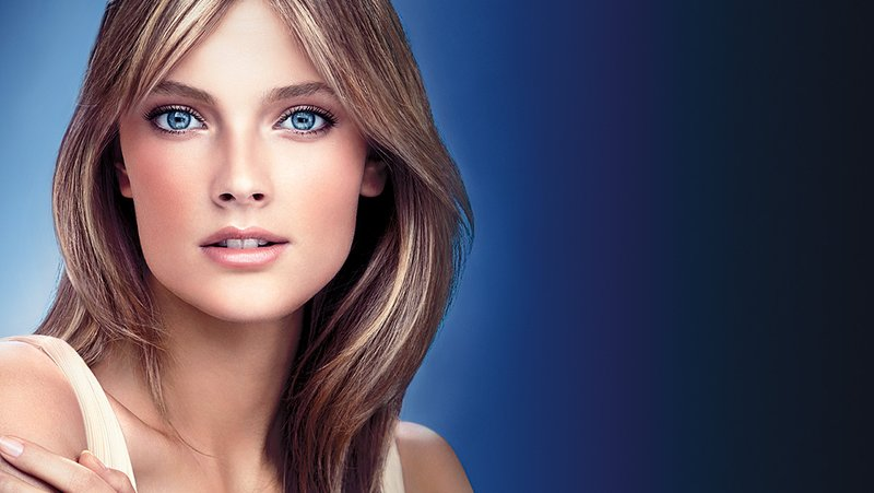 Beautiful Blonde French Supermodel Constance Jablonski Modeling For Estee Lauder Cosmetics Advertisements And Estee Lauder Makeup Ads As One Of The Highest Paid Supermodels In The World