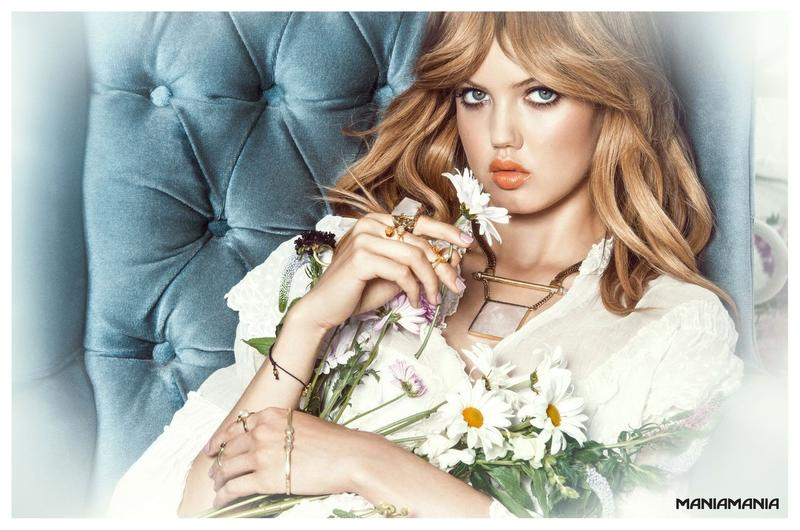 Beautiful Blonde Fashion Model Lindsey Wixson (From Kansas United States) Modeling For Australian Jewelry Company Maniamania Fashion Ads And Maniamania Jewelry Fashion Advertisements Modeling As One Of The Highest Paid Models In The World.