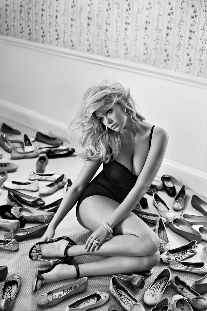 Beautiful Blonde American Fashion Model Kate Upton Modeling For Sam Edelman Fashion Ads And Sam Edelman Fashion Advertisements Modeling As One Of The Highest Paid Models In The World.