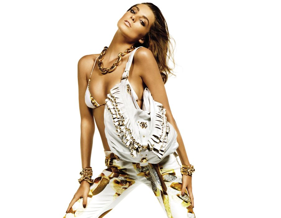 Beautiful Model Daria Werbowy Modeling For Roberto Cavalli Spring Summer Advertising Campaign Modeling In Roberto Cavalli Sexy White Bikinis And Wearing Sexy White Handbag Purse