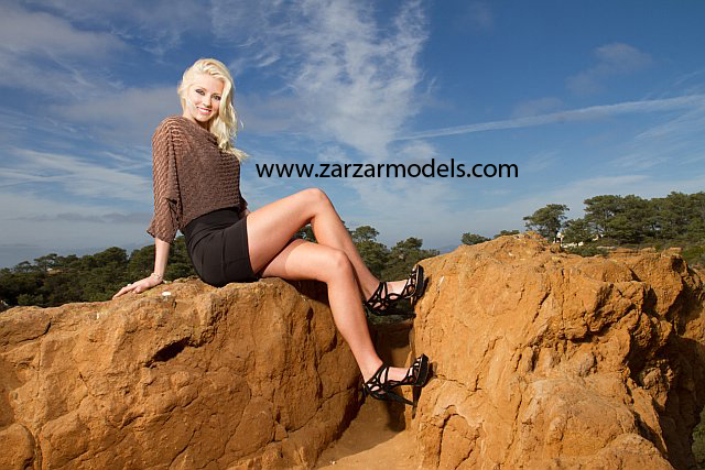 Beautiful Blonde ZARZAR MODELS Brooke Rilling Modeling In San Diego County In Torrey Pines Natural Reserve In Beautiful Black And Brown Dresses And Black Heels For High Fashion Ads - Follea Hair Products Model.
