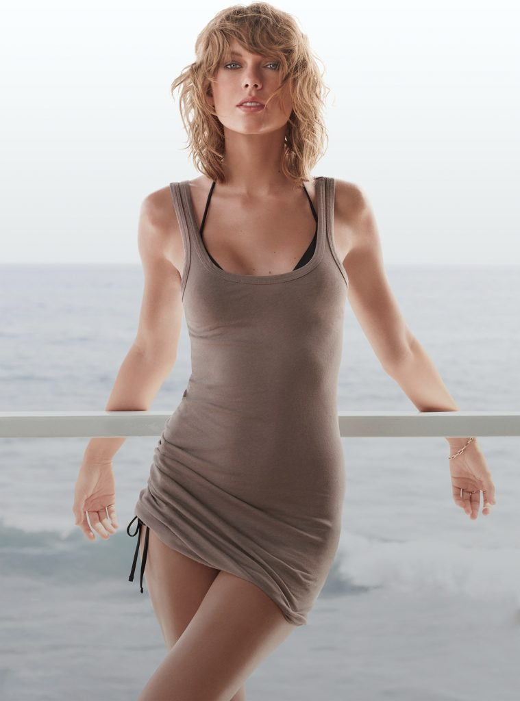 Beautiful American Singer Taylor Swift Modeling For GQ Magazine Modeling As One Of The Highest Paid Singers In The World.