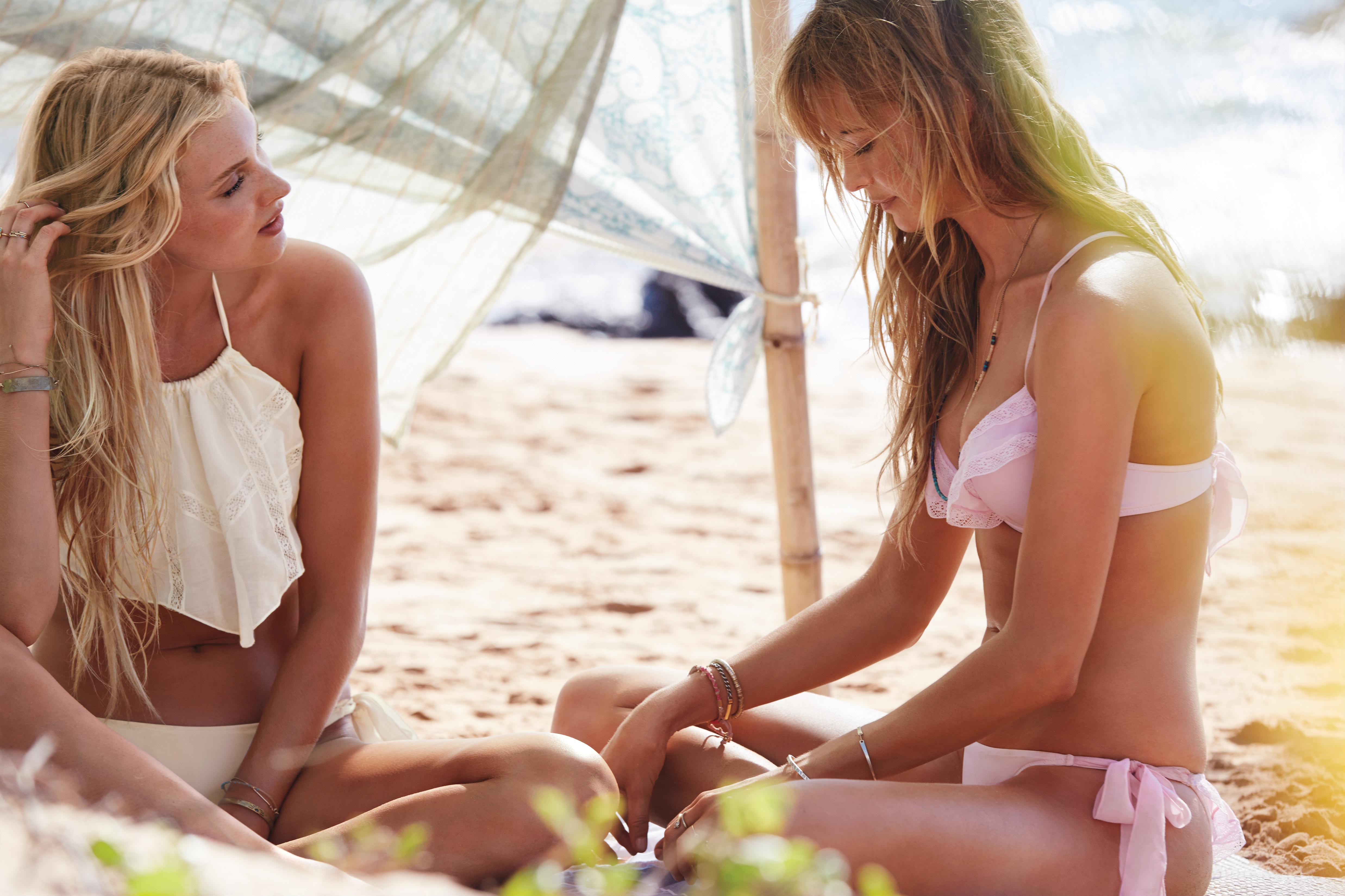 Beautiful Victoria's Secret Supermodels Modeling For Victoria's Secret Swim.